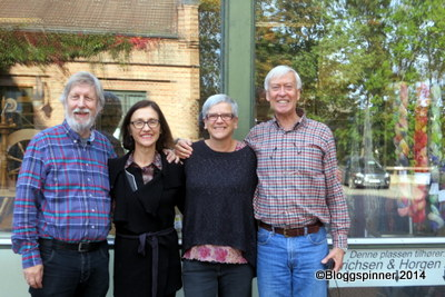 Eirik Bruvik, Elizabeth Ashford, Tove Skolseg og Richard Ashford utenfor Spinnvilt i Lillehammer.